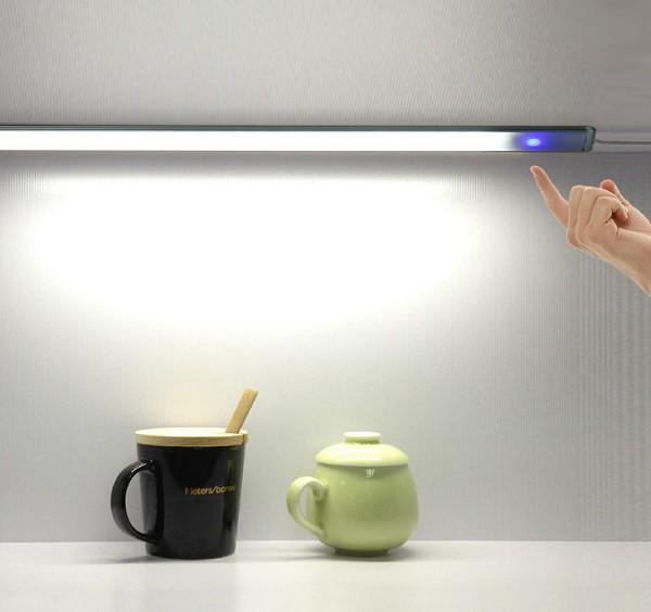 ワンタッチ LEDセンサーライト LED21灯 USBライト...