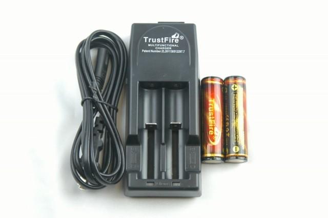 18650(2本付) TrustFire TR-001 黒 充電器+電池セ...