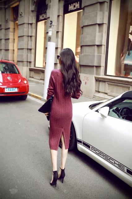 シンプルなバックスリットセータードレス