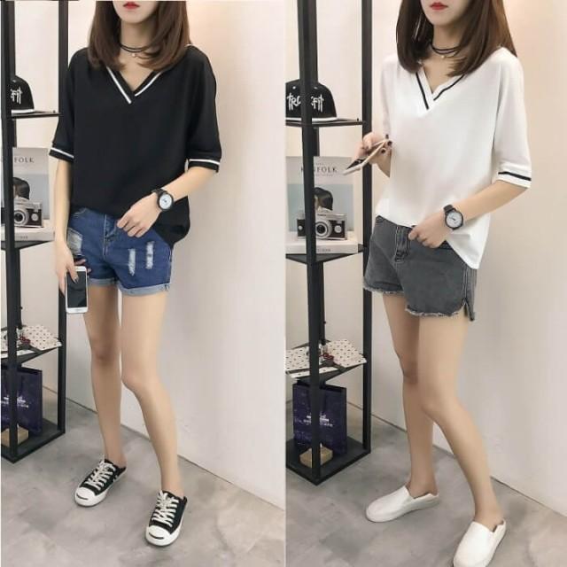 Vネック Tシャツ 半袖 ワンポイント モノトーン 白黒 レディース ファッション カジュアル 五分袖 コーデ