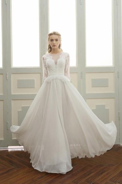 47f7bdc90d495 クラシカルなウェディングドレス レースとチュールで華やかに ホワイト ウェディングドレス 結婚式 ウェディング