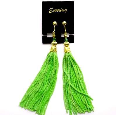 房飾りイヤリング(ピアス)黄緑色