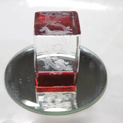 赤ドラゴン・レーザー彫りクリスタルガラス 風水...