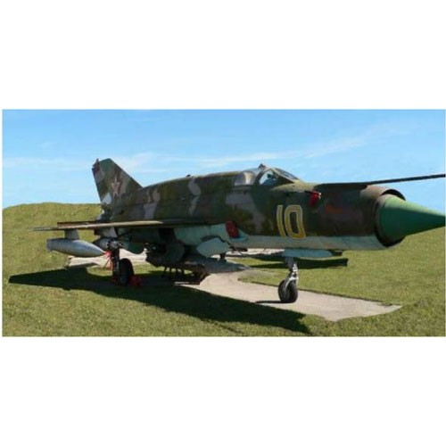 ドイツレベル 1/48 ミグ MiG-21 SMT【03915】プラ...