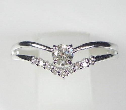 V字デザイン K18WGダイヤモンドリング