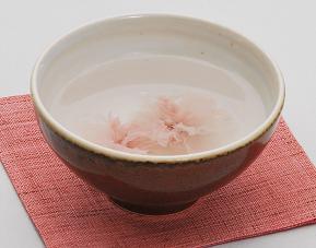 見た目も香りも愛らしい桜茶35g巾着袋/大