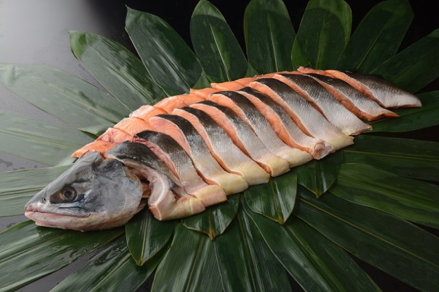 【SALE】【訳有り】北海道道東産 時鮭半身1kg前...