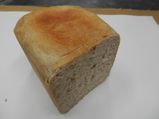 奇跡の30年自家製天然酵母ライ麦食パン。日本人...