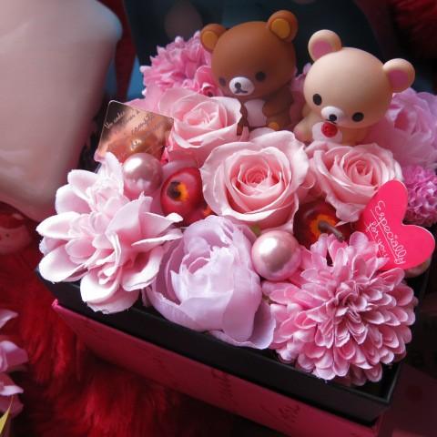 リラックマ入り 花 結婚祝いプレゼント 箱を開け...