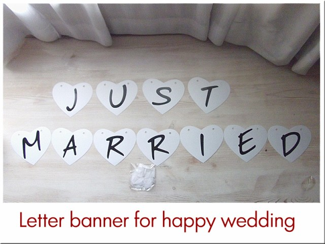 ハートの形に【Just Married】のロゴが入ったレタ...