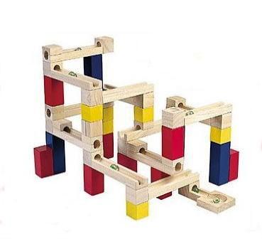 【送料無料】 木製玩具 ビー玉積み木転がし 54