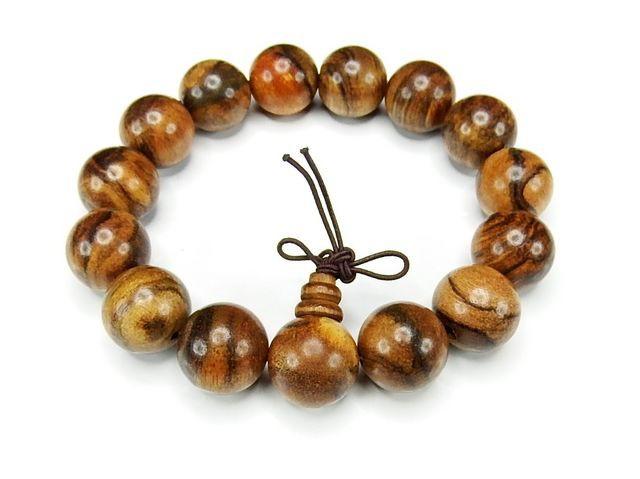 癒しの香り天然フラワー縞入り楠木約15mm数珠ブレ...