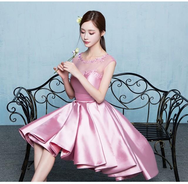21f0a6ebee646 パーティドレス 2色 ピンク レッド サテン生地 プリーツスカート 刺繍レース 編み上げ レースアップ トレーン