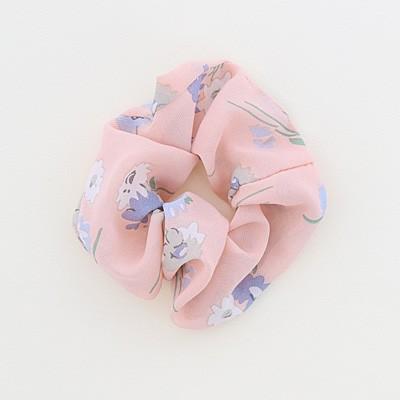 ピンク/シフォン風素材の花柄シュシュ