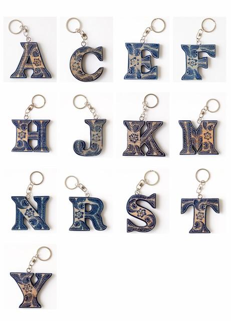 TOSSDICE ( トスダイス ) BLUE BATIK WOODEN ALPHABET KEYRING ブルーバティックウッデン アルファベット キーリング 雑貨 キーホルダー