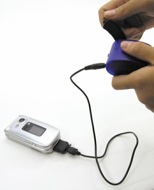 手まわし携帯充電器