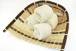【大門素麺(おおかどそうめん)】伝統の製法によるおいしい素麺が好まれ、贈答品としても人気の高い商品です。
