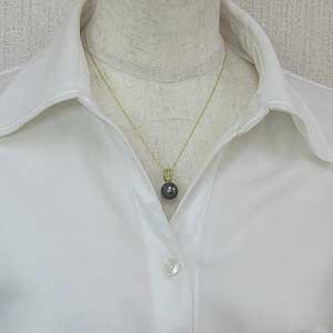 真珠 ブラックパール ペンダントトップ タヒチ黒蝶真珠 K18 ゴールド 真珠の直径11mm グリーン系 ダイヤモンド 2石 計0.01ct ペンダントトップ