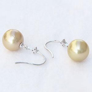 真珠:パール:ピアス:南洋白蝶真珠:ゴールド系:直径10mm:ゴールデンパールフック式ピアス::ダイヤモンド:0.06ct:K18WG:ホワイトゴールド