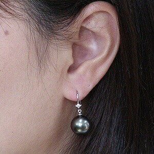 パール:ピアス:真珠:ブラックパール:タヒチ黒蝶真珠:グリーン系:直径11mm:ダイヤモンド:0.06ct:K18WG:ホワイトゴールド: