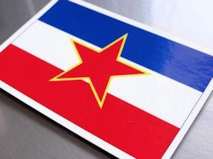 ユーゴスラビア連邦旗ステッカー(シール)屋外耐候耐水 Mサイズ 8cm×12cm /スーツケースや車などに! 防水仕様