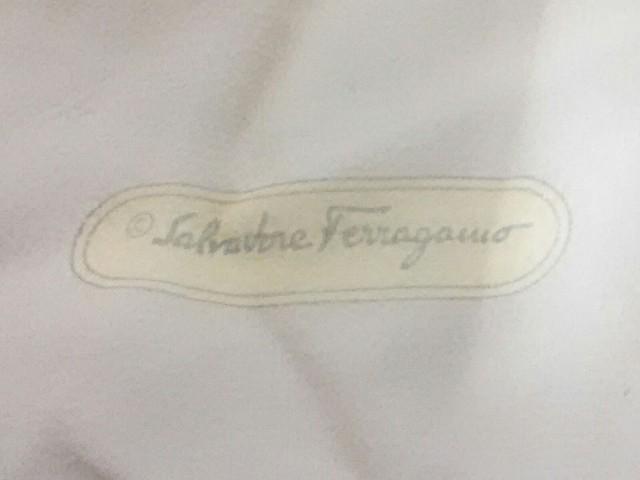 サルバトーレフェラガモ SalvatoreFerragamo スカーフ 美品 ベージュ×カーキ×マルチ【中古】