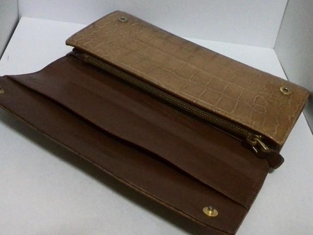 ミュウミュウ miumiu 長財布 レディース - ライトブラウン 型押し加工 エナメル(レザー)【中古】