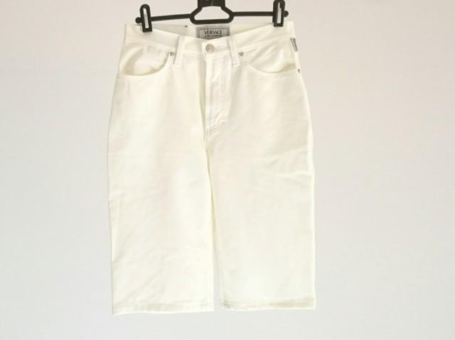 38f3306e9d35 ヴェルサーチジーンズシグネチャー VERSACE jeans signature ハーフパンツ レディース アイボリー【中古】
