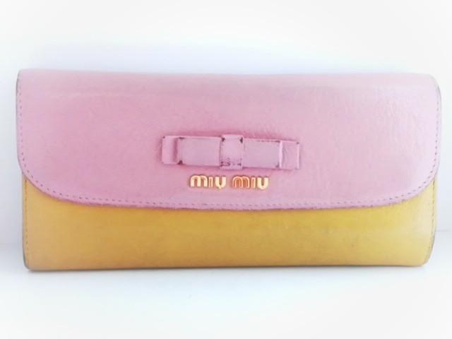buy popular 468e6 3ec18 ミュウミュウ miumiu 長財布 レディース - ピンク×イエロー リボン レザー【中古】