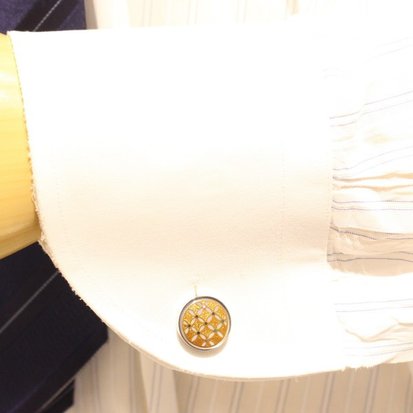 金色に輝く七宝の蒔絵カフス(カフリンクス/カフスボタン)