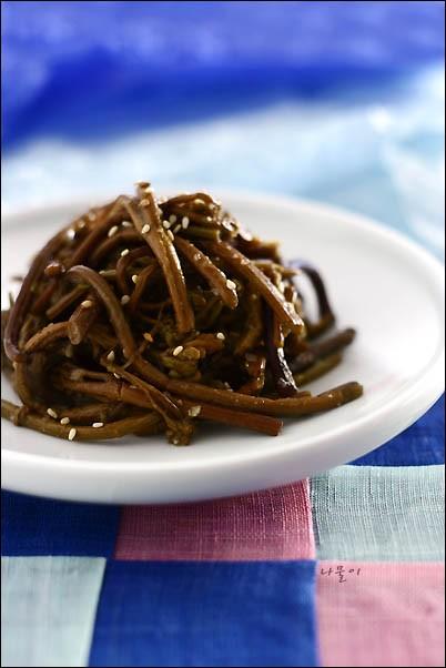 水煮 ゼンマイ 1Kg■韓国料理/食材/野菜/とうがらし/ケッニプ /カボチャ/ビビムバ材料