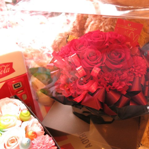 還暦祝い 赤バラ フラワーギフト プリザーブドフラワー ケース付き 赤バラいっぱい ◆還暦のお祝いプレゼント