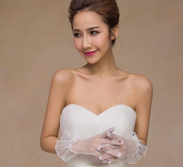 メール便で送料無料 ウエディンググローブ ウェディング 手袋 レース刺繍 レディース 花嫁 ドレス 結婚式 小物 フォーマル 白 お花飾り
