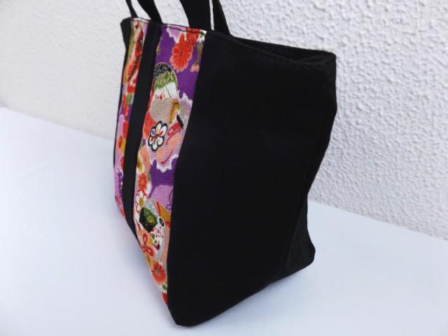 和柄ちりめん友禅黒地手提げミニトートバッグ(ランチバッグ)紫地雪輪古典小花