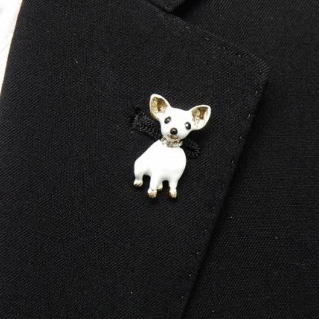 ラペルピン スワロフスキー 犬 チワワ 白×金 ブローチ メール便可