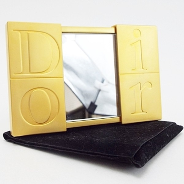 new product 3a31b 269cd クリスチャンディオール コンパクトミラー ゴールド 鏡 中古 Aランク Christian Dior |レディース 小物 保存袋付|au  Wowma!(ワウマ)
