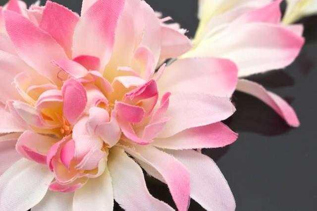 【着物や浴衣に☆かわいい花の髪飾り】ピンク/菊/マム/ダリア/花/髪留め/クリップ/安全ピン/夏向き/浴衣用/成人式/卒業式/振袖用