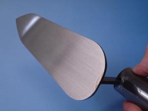 カクマン(本職用) 柳刃鏝 本焼 75mm 黒柄 受注生産品