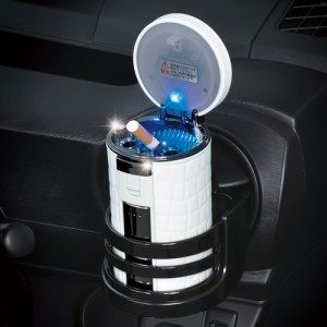 セイワ:ラクすてソーラーアッシュ クロコ ホワイト×シルバー 車用 灰皿 消火穴自動クリーン機能/W906