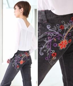 後ろ姿に絶対の自信!豪華なフラワー柄刺繍ブーツカットジーンズ フラワー刺繍 花柄刺繍 エレガント ブラックジーンズ ブラックデニ