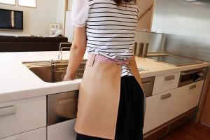 上質な日本製 Aライン エプロン「DECOmy」【カフェエプロン おしゃれ 名入れ可 刺繍 撥水 防水 腰巻 シンプル ポケット ガーデニング 保