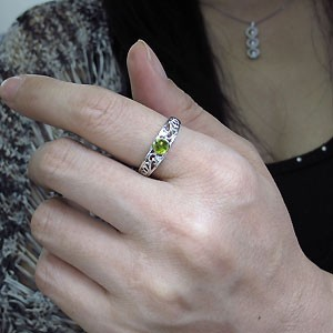 【送料無料】ペリドット・リング・8月誕生石・指輪・唐草・10金
