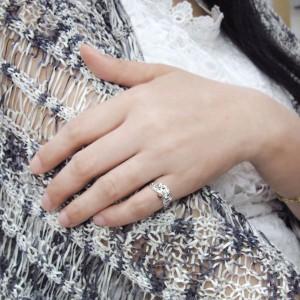 【送料無料】王冠リング・ピンキーリング・K18・ガーネット・唐草・指輪