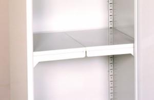 スチール製 扉式 小型収納庫 ハーフ棚板 ライトグレー TBJ-132HT スチール 家庭用 収納庫 屋外 収納庫 小型 物置 ベランダ