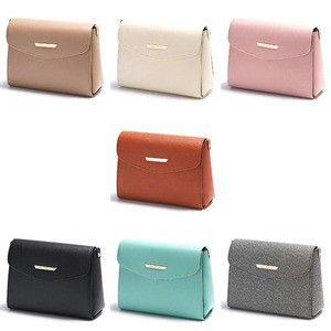 全7色 上品サイズのシンプルスクエアショルダーバッグ/ブラック