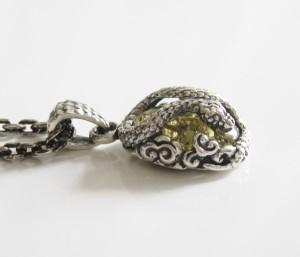 【OV】ヘビとグリーンアンバーのペンダント(1)/ヘビ・蛇・動物  oriental vibrationsネックレス送料無料