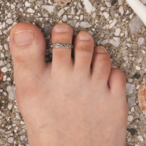 フリーサイズリング★S字のような唐草模様の足指リング カラクサ【トゥリング トウリング ピンキィリング】