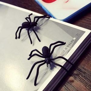 黒蜘蛛 バックキャッチピアス 1個販売 スパイダー クモ ブラック 黒色 面白い オモシロ おもしろピアス ユニーク メンズ レディース おも