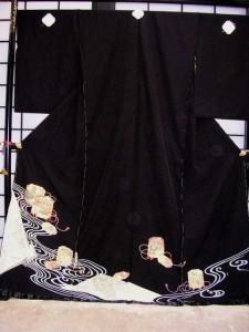 ■正絹黒留袖■(貝桶に流水柄)no15