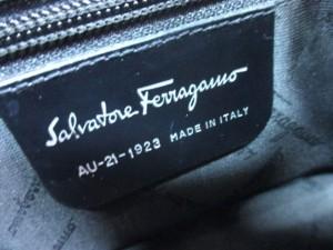 サルバトーレフェラガモ SalvatoreFerragamo ショルダーバッグ ヴァラ 黒 レザー【中古】